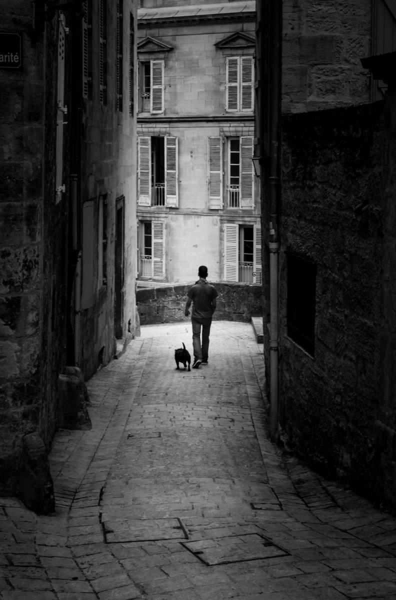 Bien acompañado. (Sarlat, Francia)